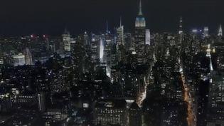 À New York(États-Unis), la vie reprend doucement.Le 17 mars2020 legouvernement avait décidé de la mise sous cloche de la ville.Depuis quelques jours, les bars et cinémas sont autorisés à rouvrir. (FRANCEINFO)