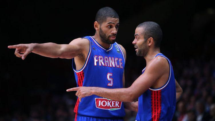 (Tony Parker et Nicolas Batum comptent bien montrer le chemin des JO de Rio à l'équioe de France de basket  © MaxPPP)