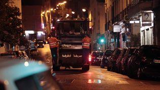 Un camion de ramassage de déchets à Marseille (Bouche-du-Rhône), le 17 septembre 2014. (MAXPPP)