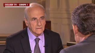 Le journaliste Jean-Pierre Elkabbach interviewe Nicolas Sarkozy, le 2 juillet 2014. (TF1 / EUROPE 1 )