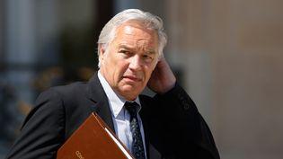 Le ministre du Travail, François Rebsamen, sort de l'Elysée, le 1er juillet 2015. (YANN BOHAC / AFP)
