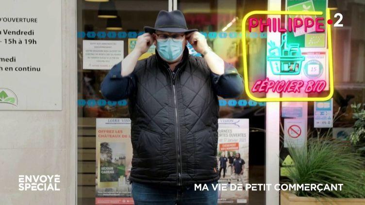 """Comment nos petits commerçants vivent-ils ces longs mois de crise sanitaire? Pour comprendre leur quotidien, entre inquiétude et espoir, """"Envoyé spécial"""" a posé ses caméras dans les boutiques de la rue du Commerce, à Blois. (FRANCE 2)"""