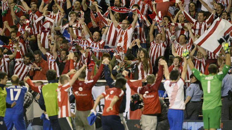 Les joueurs de Bilbao célèbrent leur saison avec les supporters (DANI POZO / AFP)