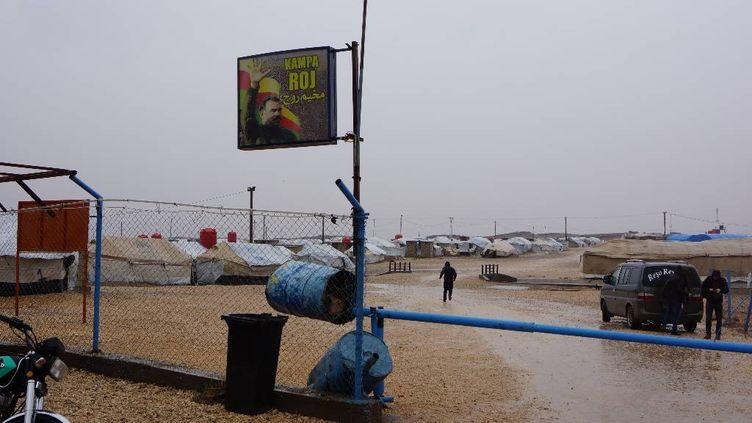 L'entrée du camp de déplacés de Roj, à l'extrême nord-est de la Syrie, en janvier 2018. (ÉRIC AUDRA / FRANCEINFO)