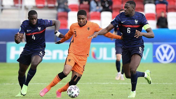 Auteur d'un doublé, Boadu a fait très mal aux Esporis français, éliminés de l'Euro 2021 après la défaite contre les Pays (2-1), le 31 mai 2021. (ATTILA KISBENEDEK / AFP)