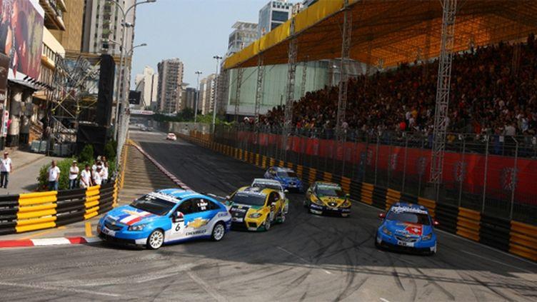Yvan Muller (Chevrolet) domine la meute dans les rues de Macao