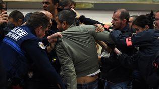 Une bagarre a éclaté mardi 18 octobre à l'ouverture de la séance du conseil municipal de Béziers, dans l'Hérault. (SYLVAIN THOMAS / AFP)