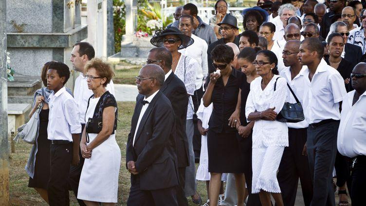 Les proches de Maurice Méthon, lors de son enterrement en septembre 2011 en Guyane. (JODY AMIET / AFP)
