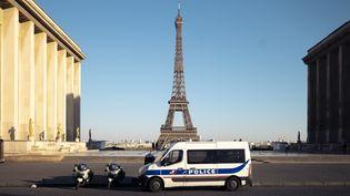 La Tour Eiffel, photographiée le 24 mars 2020. (NICOLAS PORTNOI / HANS LUCAS / AFP)