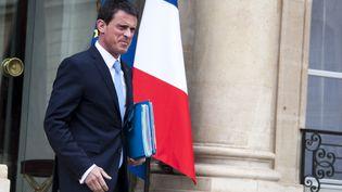 Le Premier ministre, Manuel Valls, sort de l'Elysée, le 20 mai 2015 à Paris. (CITIZENSIDE / YANN KORBI / AFP )