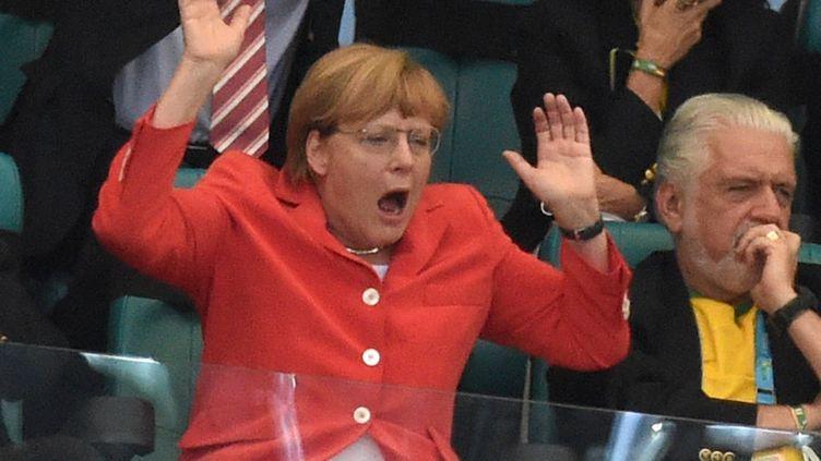 La chancelière allemande Angela Merkel lors du match Allemagne-Portugal du Mondial brésilien, le 16 juin à Salvador de Bahia. (MARCUS BRANDT / DPA)