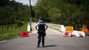 Un gendarme dans les Cévennes, le 12 mai 2021. (CLEMENT MAHOUDEAU / AFP)