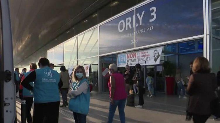 Paris : une grève dans les aéroports juste avant les vacances (FRANCE 2)