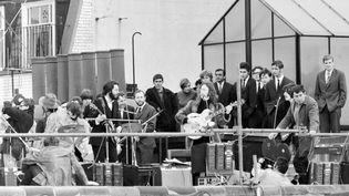 Les Beatles se produisent la dernière fois de leur histoire le 30 janvier 1969 sur les toits d'Apple Records à Londres. (MIRRORPIX / MIRRORPIX)