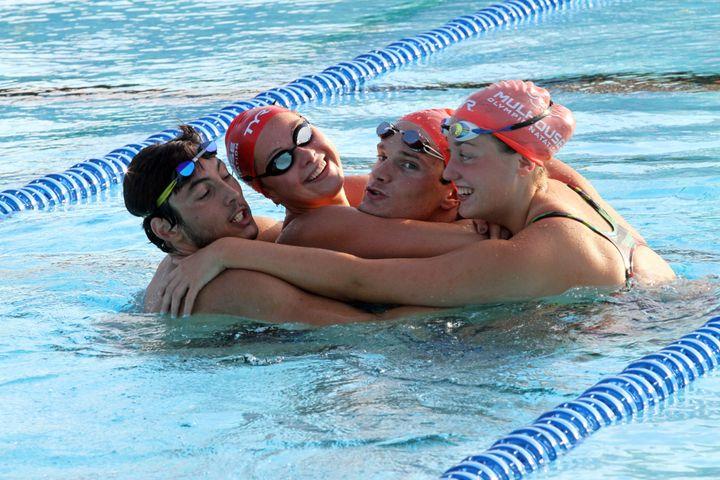 Margaux Bernard et d'autres nageurs au centre d'entrainement de l'Illberg à Mulhouse, le 21 octobre 2015. (THIERRY GACHON / MAXPPP)