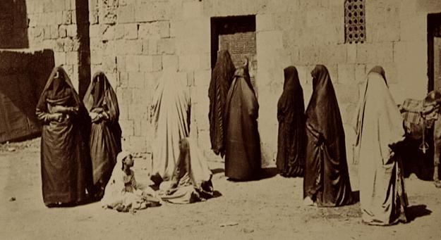 Pour un Occidental du XIXème siècle, ces femmes voilées sont le mystère absolu  (France 3)