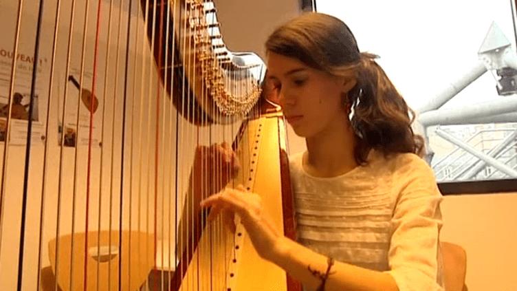 L'une des participantes au concours français de harpe 2013  (France 3)
