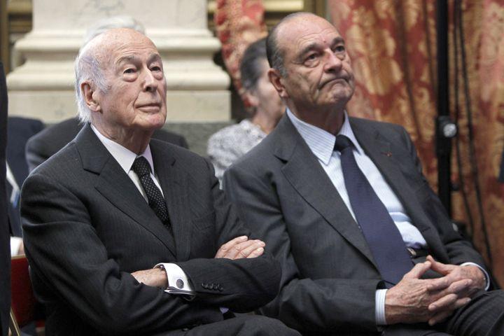 Valéry Giscard d'Estaing et Jacques Chirac écoutent un discours de Nicolas Sarkozy au Conseil constitutionnel, le 1er mars 2010 à Paris. (CHARLES PLATIAU / POOL / AFP)