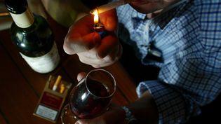 La loi Évinrelative à la lutte contre le tabagisme et l'alcoolisme, c'était il y a 30 ans, le 10 janvier 1991. Photo d'illustration (MAGNIEN PATRICE / MAXPPP)