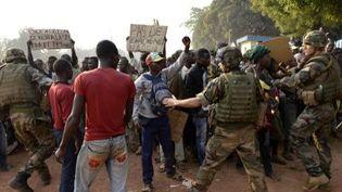 Confusion totale à Bangui, où les troupes tchadiennes et françaises sont accusées de partialité. (AFP/ Miguel Medina)