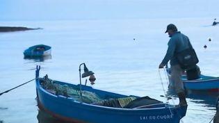 Un pêcheur àPolignano a Mare, en Italie. (FRANCE 2)