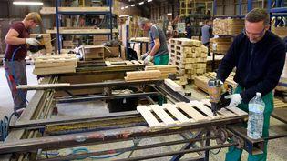 Une entreprise d'insertion spécialisée dans la scierie et des unités de production de palettes à Audruick (Nord). (MAXPPP)