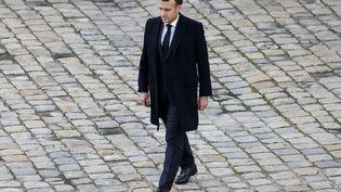 Le président de la République Emmanuel Macron, lors de l'hommage national à Daniel Cordier, le 26 novembre 2020 à l'Hôtel des Invalides à Paris. (LUDOVIC MARIN / AFP)