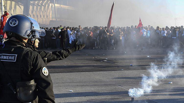 Les forces de l'ordre autour du Parc OL avant le match entre Lyon et Besiktas