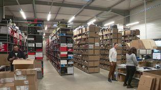 Les achats sur internet se portent si bien que de plus en plus d'entrepôts voient le jour pour stocker les produits. En Alsace, le phénomène est très marqué. (FRANCE 2)