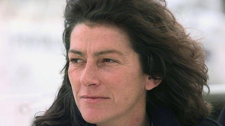 La navigatrice Florence Arthaud, le 17 avril 1998, sur le port de Lorient (Morbihan). (VALERY HACHE / AFP)