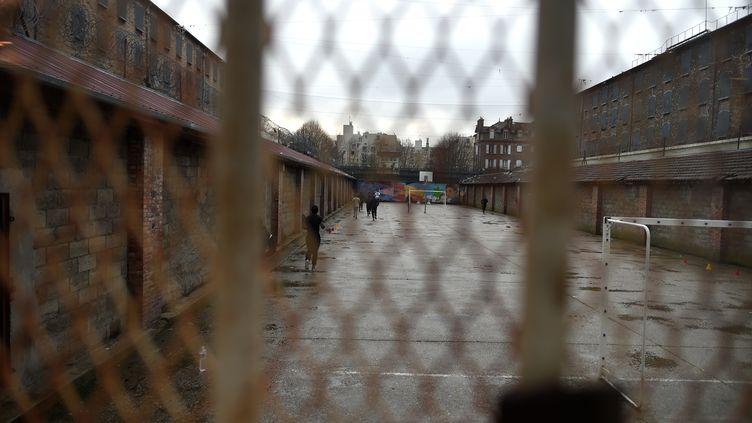 La cour intérieur de la prison de Fresnes (Val-de-Marne), le 11 janvier 2018. (STEPHANE DE SAKUTIN / AFP)