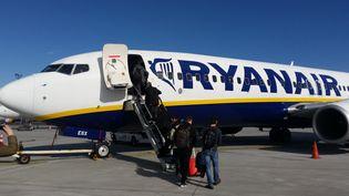 Ryanair demande aux syndicats de signer un accord collectif prévoyant la baisse des rémunérations des hôtesses, stewards et pilotes de 10% à 20%. (NICOLAS BLANZAT / FRANCE-BLEU LIMOUSIN)