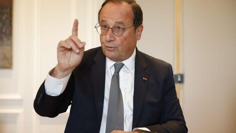 """François Hollande, ancien Président de la République, publie mercredi 20 octobre un nouveau livreintitulé """"Affronter"""". (OLIVIER CORSAN / MAXPPP)"""