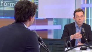 Renaud Dély face à Lorrain Sénéchal, lors des Informés du matin sur franceinfo le 11 mai 2021 (FRANCEINFO / RADIO FRANCE)