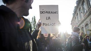 Manifestation à Paris, le 2 novembre 2014, après la mort de Rémi Fraisse sur le site du barrage de Sivens. (MICHAEL BUNEL / NURPHOTO / AFP)