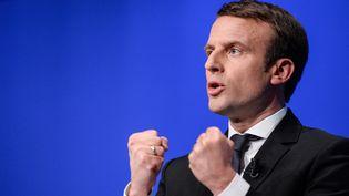 Le candidat d'En marche ! à l'élection présidentielle, Emmanuel Macron, prononce un discours lors d'un meeting organisé à Besançon (Doubs), le 11 avril 2017. (SEBASTIEN BOZON / AFP)