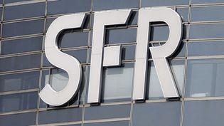 Le siège de SFR à la Défense (Hauts-de-Seine), le 13 mars 2014. (CHARLES PLATIAU / REUTERS)