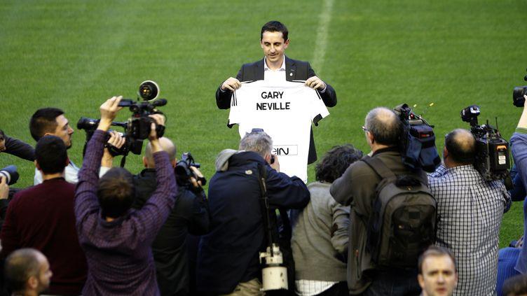 Gary Neville lors de se présentation à la presse sur la pelouse du stade Mestalla..il y a à peine quatre mois  (JOSE JORDAN / AFP)