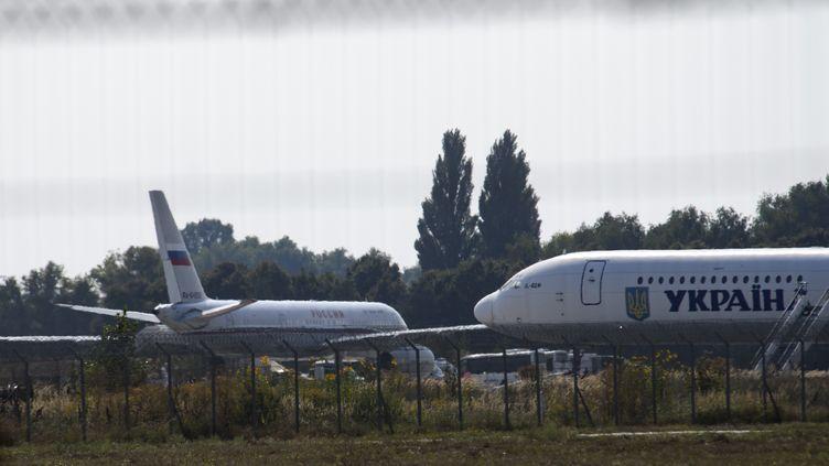 Un avion transportant des prisonniers lors d'un échangeentre la Russie et l'Ukraine, à Kiev le 7 septembre 2019. (MAXYM MARUSENKO / NURPHOTO / AFP)