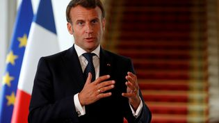 Le président Emmanuel Macron, à l'Elysée, le 4 mai 2020. (GONZALO FUENTES / AFP)