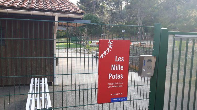"""Entrée du centre aéré """"Les mille potes"""", à Arcachon (Gironde), le 18 janvier 2017. (RADIO FRANCE / STEPHANE HISCOCK)"""