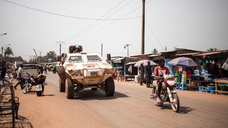 Patrouille de la Minusca dans les rues de Bangui, la capitale de la Centrafrique, le 7 janvier 2020. (FLORENT VERGNES / AFP)