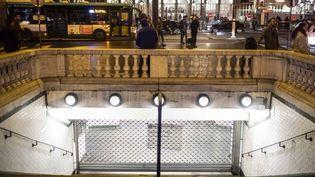 Une station du métro parisien fermée, pendant la grève contre la réforme des retraites, le 7 janvier 2020. (HUGO PASSARELLO LUNA / HANS LUCAS / AFP)