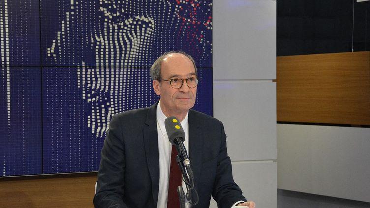 Éric Woerth, député de l'Oise et président de la Commission des finances de l'Assemblée nationale, sur le plateau de franceinfo, en décembre 2017. (JEAN-CHRISTOPHE BOURDILLAT / FRANCE-INFO)
