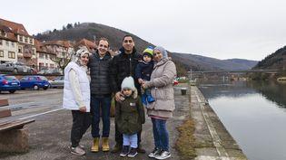 La famille Ashour, Wissam, Mslam, Majd, Sham, Omar et Fatima, le 5 février 2017 à Eberbach (Allemagne). (THOMAS BAIETTO / FRANCEINFO)