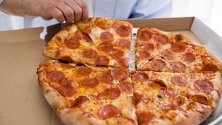 """Photo d'illustration. Des bénévoles ont lancé """"Pizza to the polls"""", un service qui livre des pizzas devant les buraux de votepour les élections de mi-mandat aux Etats-Unis le 6 novembre 2018. (FOODCOLLECTION / AFP)"""