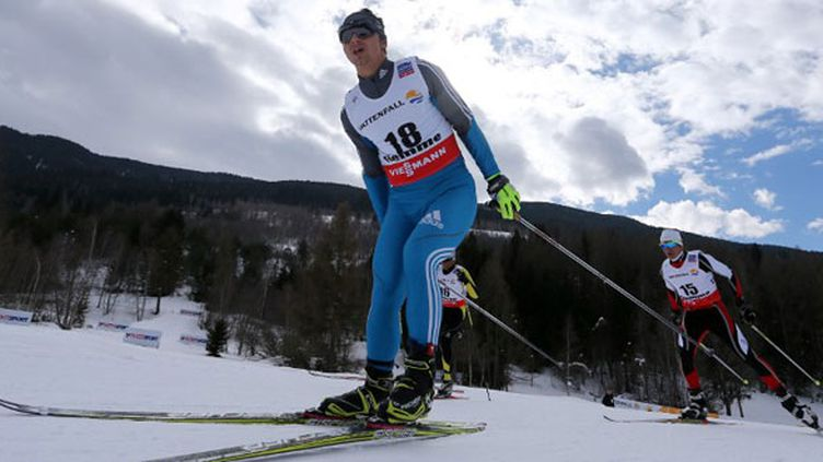 Le skieur péruvien Roberto Carcelen