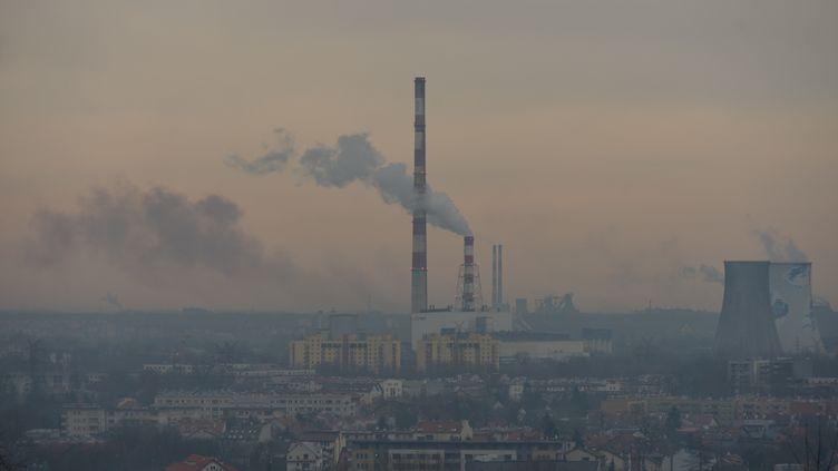 L'horizon pollué deCracovie (Pologne), le 28 décembre 2017. (ARTUR WIDAK / NURPHOTO / AFP)