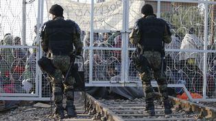 La police macédonienne ferme la frontière avec la Grèce à des centaines de migrantsAfghans à Idomeni, le 23 février 2016 (MARKO DJURICA / REUTERS)