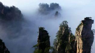 Le 13 Heures vous emmène dans des destinations de rêve qui ont marqué l'année. Le mercredi 27 octobre, direction la Chine pour un voyage vertigineux. (FRANCE 2)